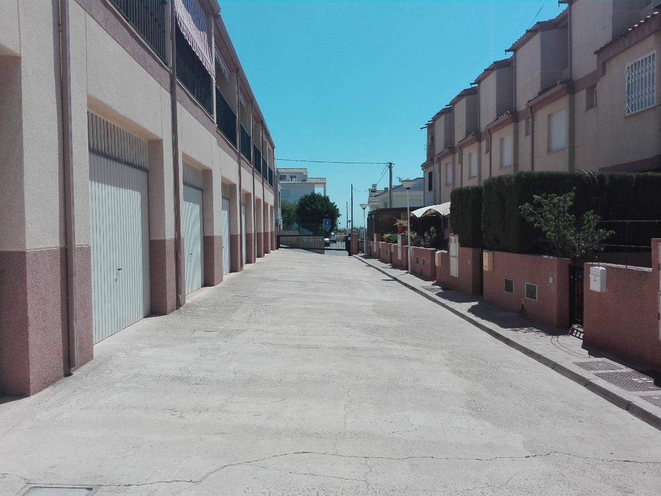 Chalet adosado en Urbanización MONCAYO