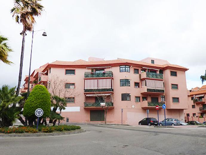 Local en venta  en Avenida CARLOS CANO, Estepona