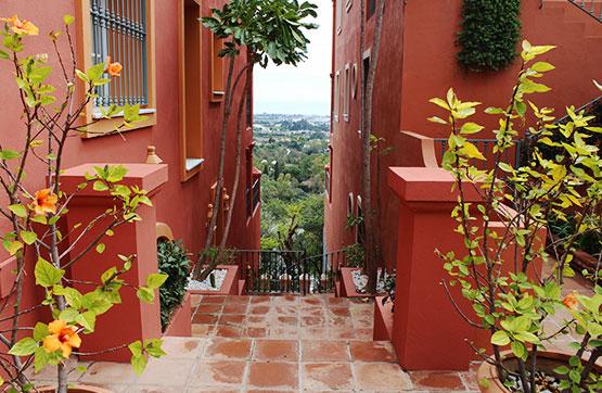 Local - En espacios comerciales en Urbanización Monte Halcones