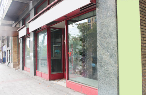 Local - 1ª línea comercial en Calle Silvela