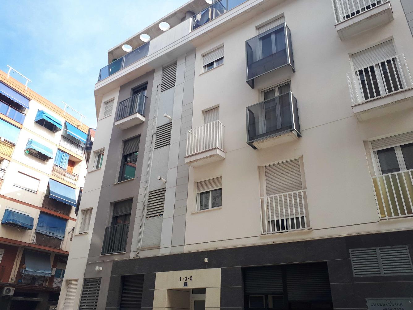 Piso en venta  en Calle Guardamar , Alicante / Alacant