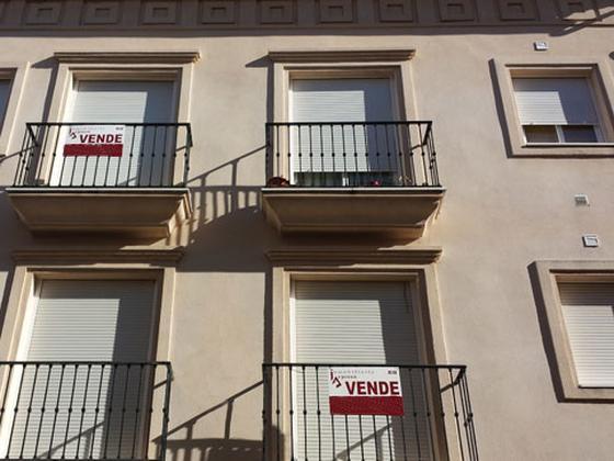 Piso en venta  en Calle MEDIABARBA, Lucena