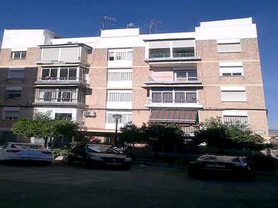 Piso en venta  en Calle ZUHEROS, Lucena