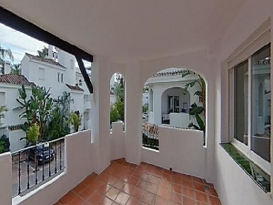Piso en venta  en Urbanización LOS NARANJOS , Marbella