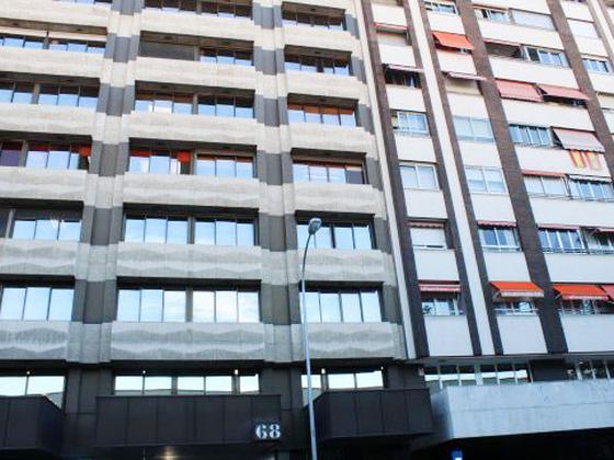 Local - 1ª línea comercial en venta  en  Calle de Orense, Madrid Capital