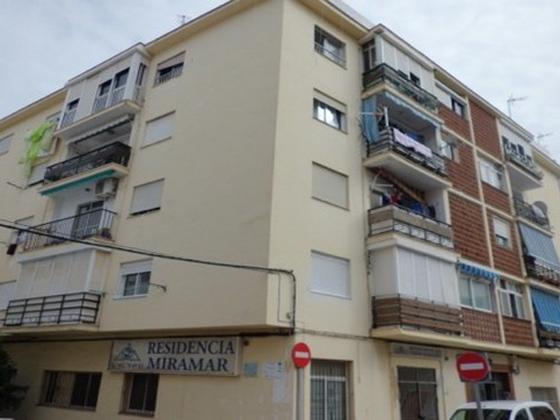 Piso en venta  en  Calle Tarifa, Estepona
