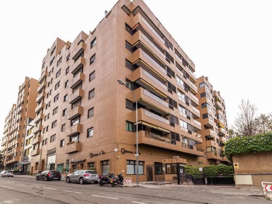 Piso en venta  en  Calle de Henri Dunant, Madrid Capital