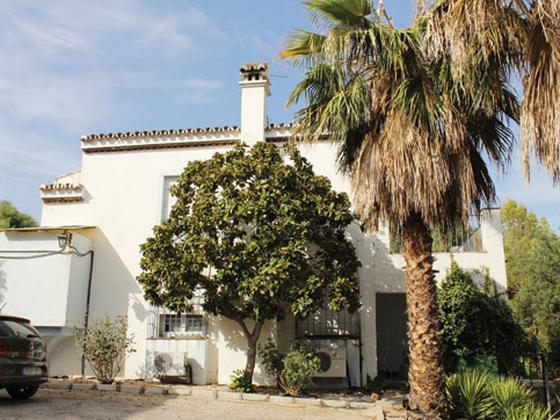 Casa en venta  en  Los Pinos, Estepona