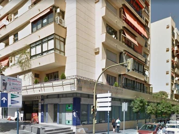 Local - 1ª línea comercial en venta  en Calle Felix Rodriguez de la Fuente, Marbella