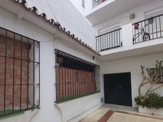 Piso en venta  en Urbanización Las Joyas, Estepona