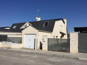 Casa adosada en Venta en Oviedo / La Montaña - El Cortijo