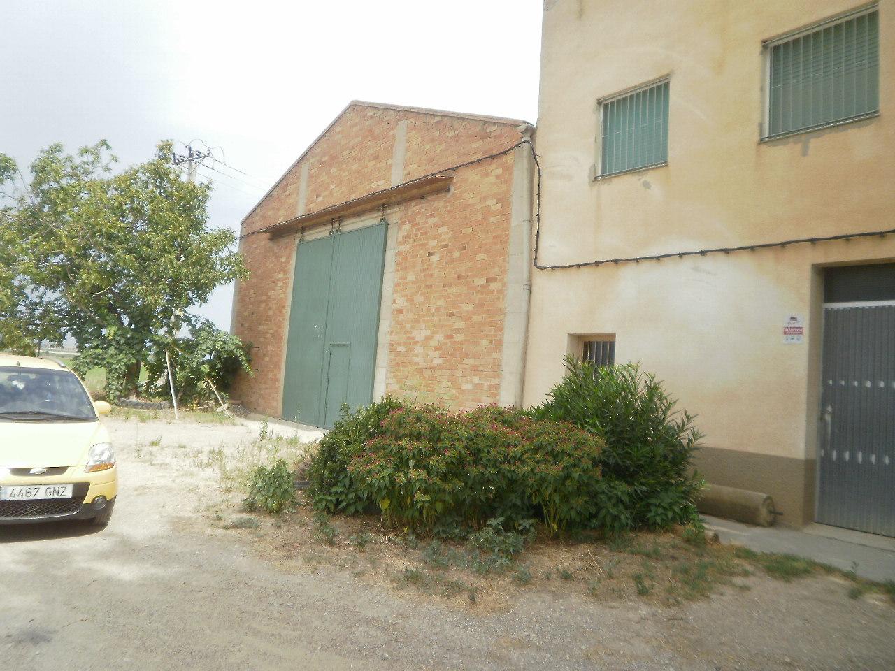 Casa  Calle torre xixons. Casa de pueblo sobre parcela de 2229 m2 con un almacen de 315 m2