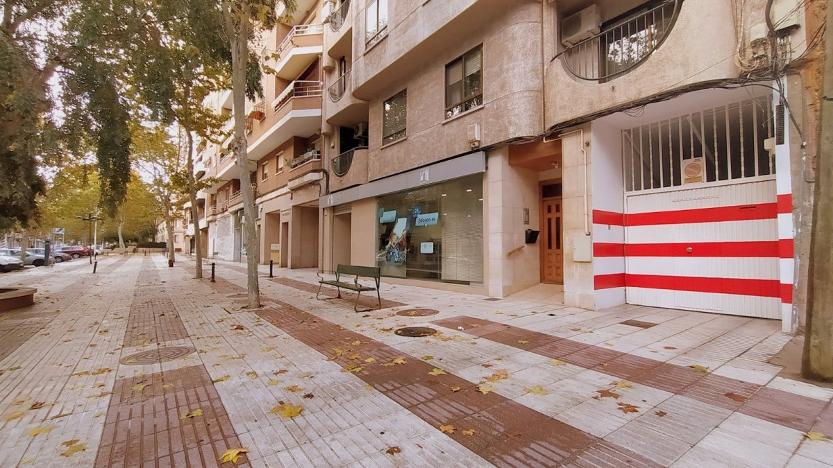 Parking coche  Calle ancha, 79. Cochera en calle ancha.