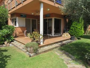Ground floor for rent to own with terrace at España