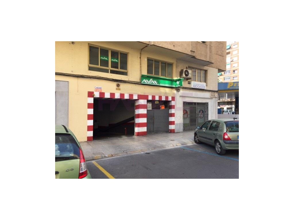 Lloguer Aparcament cotxe  Zona avenida luis suñer, Alzira, Alzira, valencia, españa. Plaza de garaje en venta o alquiler en Alzira