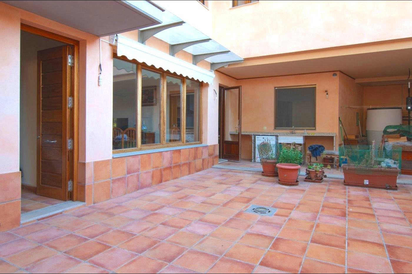 Haus  Albalat dels sorells ,ayuntamiento. Vivir con vistas a un castillo
