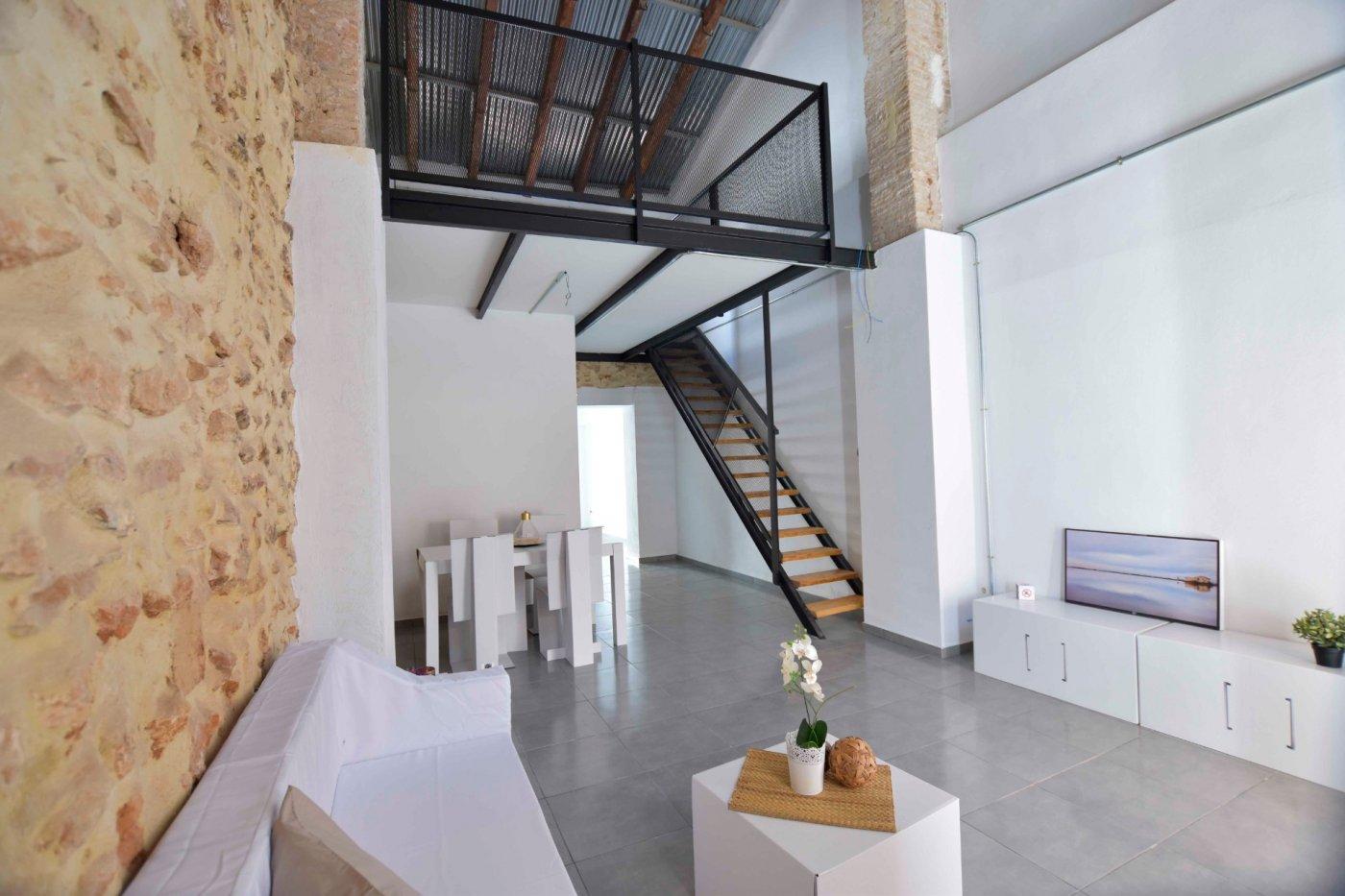 Location Appartement  Rafelbuñol - rafelbunyol ,plá. Una casa con rollo y un limonero