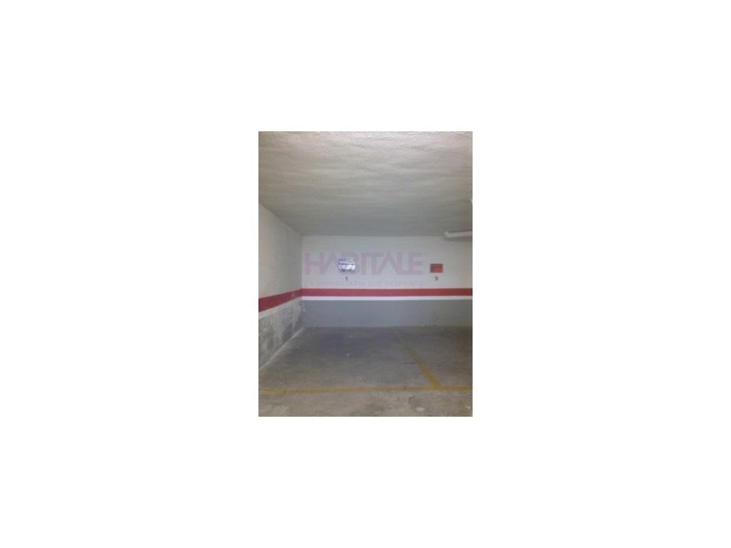 Car parking  Riba-roja de túria, riba-roja de túria, valencia, españa. Plazas de garaje con persiana privada.