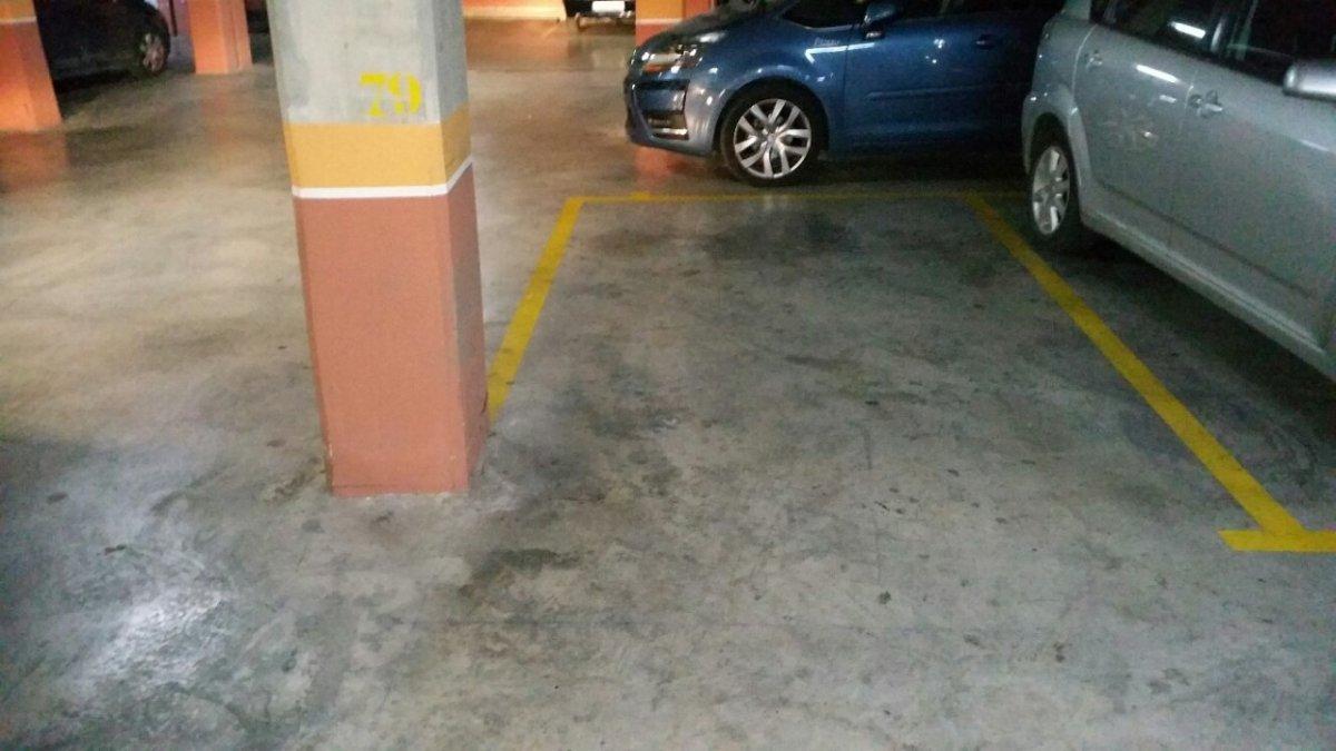 Alquiler Parking coche  Avenida estrella altair 78,79 y 80. 3 plazas de garajes:vendo/alquilo nrs.78-79 y 80\u0022 residenci