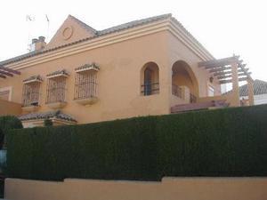 Casa adosada en Alquiler en Sanlúcar la Mayor, Zona de - Villanueva del Ariscal / Villanueva del Ariscal