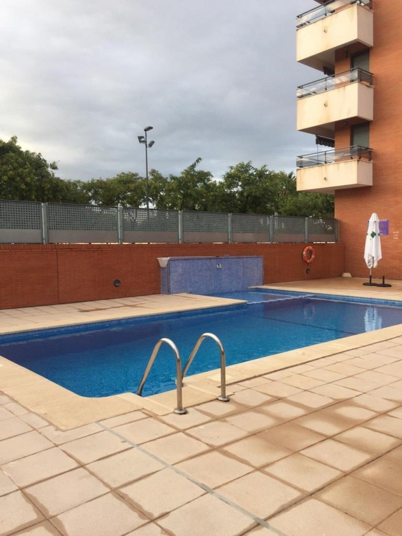 Pis  Massamagrell ,avd/ masamagrell. Atico con piscina y garage. seminuevo. buena zona
