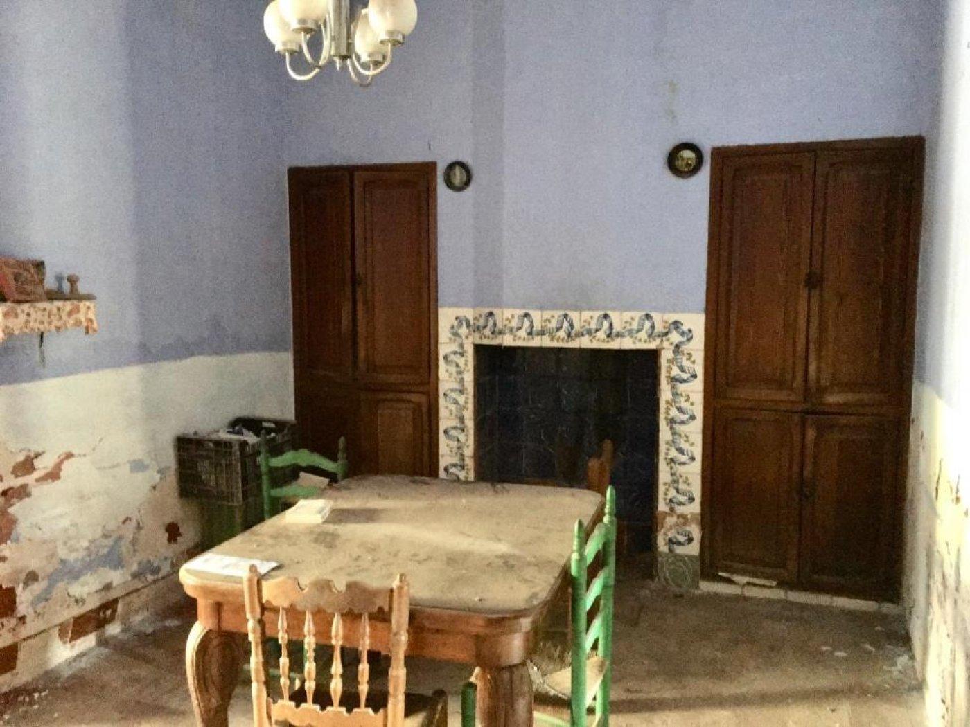 Casa  Benavites ,centro. Casa de pueblo para rehabilitar en benavites!!!