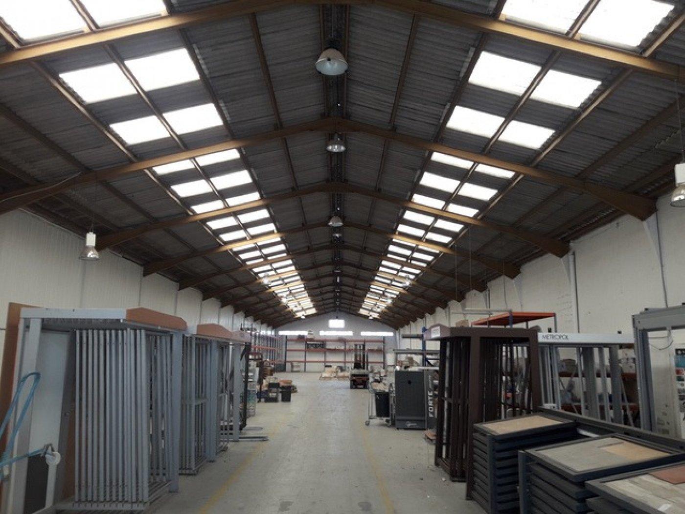 Rent Industrial building  Moncada ,moncada. Nave de gran dimension en muy buena zona en moncada!!!