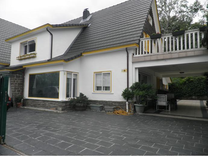 Casa adosada en irun en centro alde zaharra en calle for Alquiler garaje irun