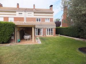 Casa adosada en Alquiler en Gurimendi / Egüés