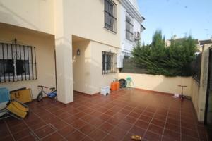 Casa adosada en Venta en Tomares - Aljamar / Aljamar