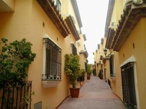 Casa adosada en Venta en Estepona Este - El Padrón - El Velerín - Voladilla / Estepona Centro