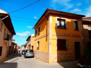 Chalet en Venta en Casa Nueva, Con Gran Terraza y Garaje / Grañón