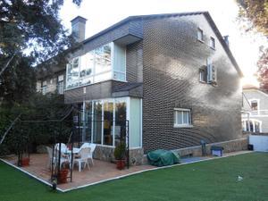 Casa adosada en Alquiler con opción a compra en Torrelodones, Zona de - Torrelodones / Parquelagos - Puente Nuevo