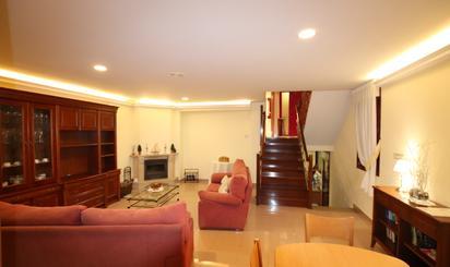 Casa adosada de alquiler en Cambre