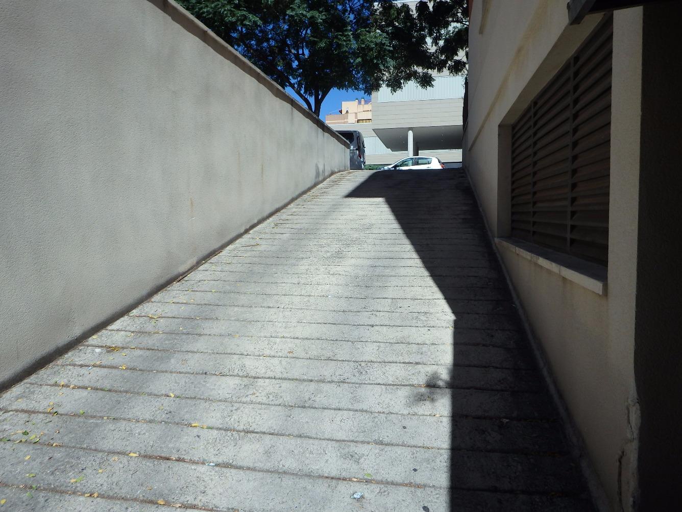 Parking coche  Calle hort de novella. Parking en la zona del colomi, con fácil acceso.