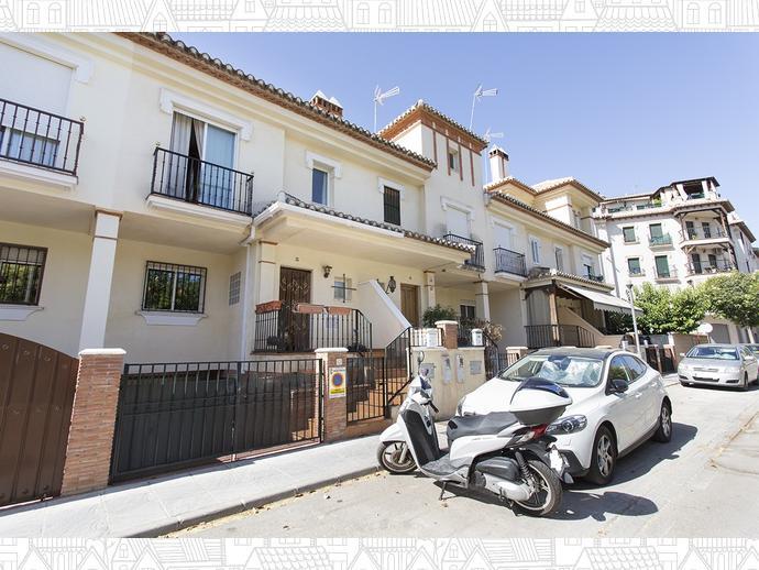 Foto 1 de Casa adosada en  Avenida Blas Infante / Ogíjares