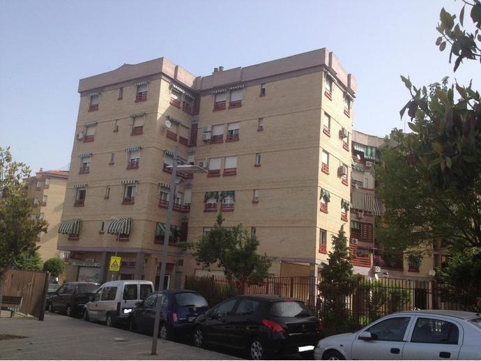 Foto 1 de Local comercial en  Escultor Lopez Azaustre / Barrio de Zaidín,  Granada Capital