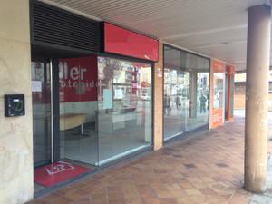 Local comercial en Alquiler en Zona Muy Comercial, Listo Para Entrar con Plaza de Garaje Coches / Villalba Estación