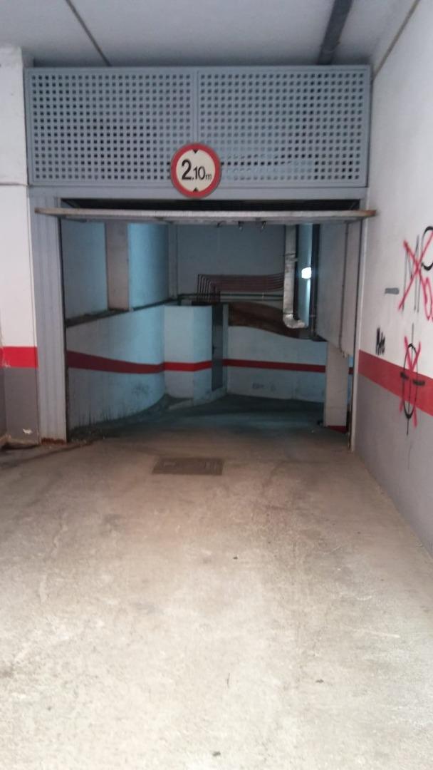 Alquiler Parking coche  Centre - la seu - cort - monti-sión. Plaza de aparcamiento en finca en casco antiguo