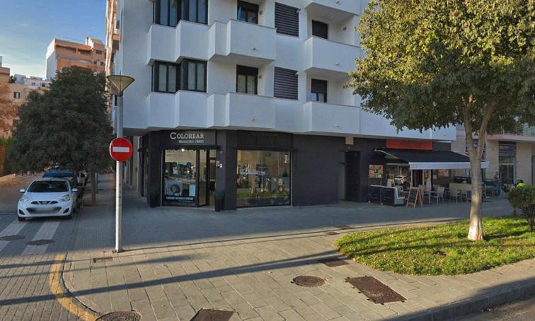 Traspaso Local Comercial  Nord - plaça de toros. Peluquería montada en zona centro