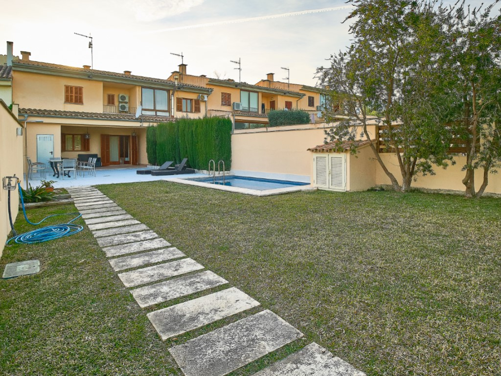 Alquiler Casa  Moscari, selva, mallorca, españa. Casa adosada con piscina y jardín en moscari!!!