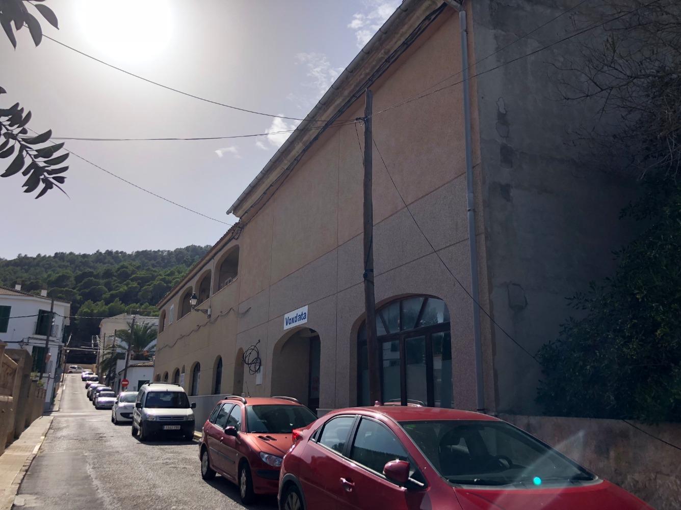 Edifici  Calle ses pedreres. Edificio que consta de sótano, local a pie de calle, vivienda y