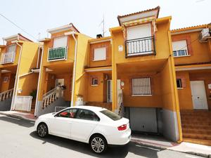 Casas de compra Parking en Villa del Prado