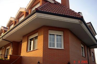 Casa adosada en venta en Avenida Constitución, Onzonilla