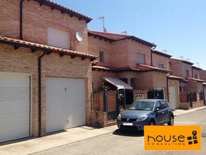 Casa adosada en Venta en Dieciocho de Octubre / Lominchar