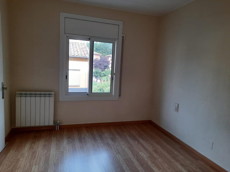 Location Appartement  Olot. Se alquila piso en la zona de plaza america.