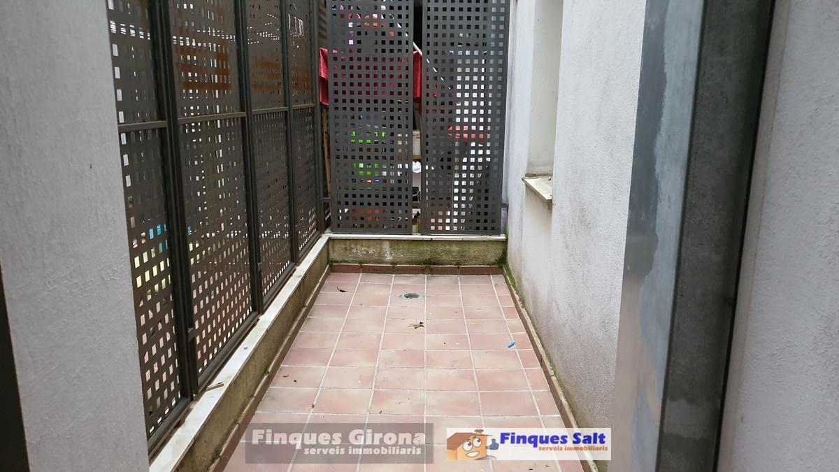 Pis  Calle francesc macia. Pisos de 3-4 dormitorios, construcción 2007. desde 110000€