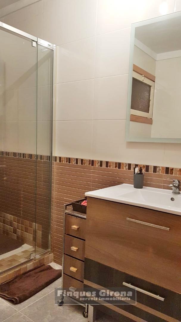Pis  Carrer de xavier montsalvatge. Se vende piso reformado, 3 hab. dobles , un baño, cocina, comedo