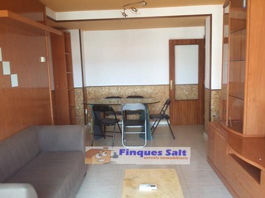 Pis  Salt, zona de maçana- salt. Piso en salt zona maçana. consta de 3 habitaciones dobles, 2 bañ