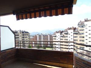 Piso en Venta en !! Piso de 3 Habitaciones en Montecerrado !! / Montecerrao